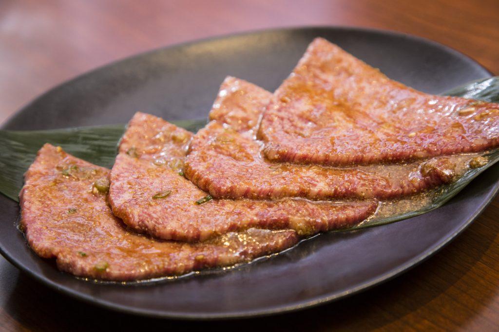 """肉・たれ・米の""""三重奏""""で糖質無制限ママカリ状態な焼肉店の画像"""