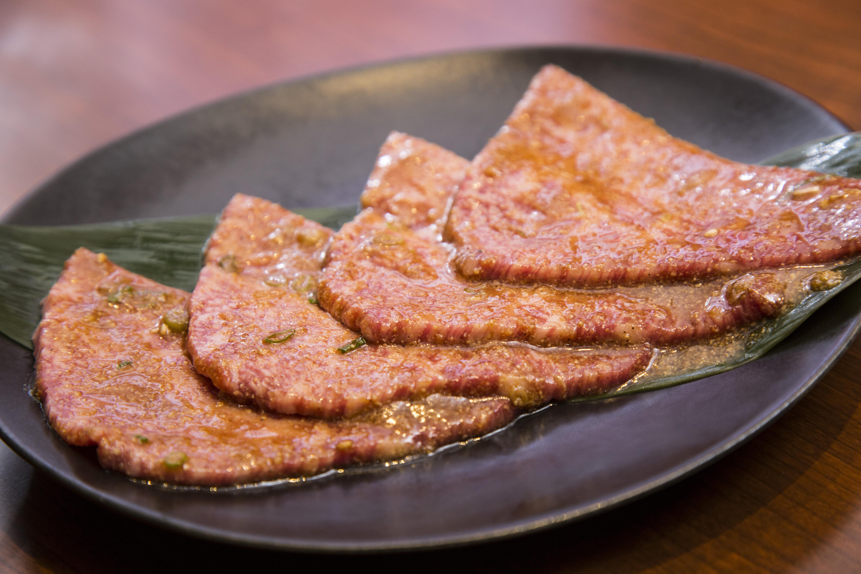 """肉・タレ・米の""""三重奏""""で糖質無制限ママカリ状態な焼肉店"""