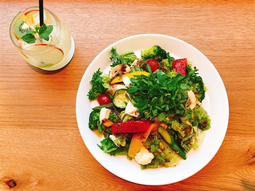 朝も昼も夜も。メインディッシュにサラダを食べたい現代人に。の画像