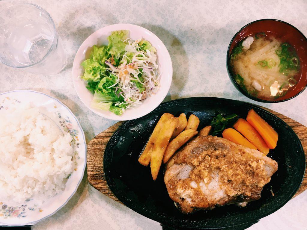 【定食のススメ】アツすぎる!蒲田「ぐりるスズコウ」の豚の生姜焼きの画像