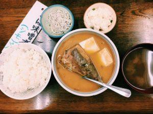 【定食のススメ】タモリさんも惚れ込んだ!? 骨までとろける奥渋「魚力」のさば味噌煮の画像
