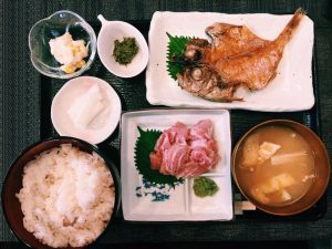 【定食のススメ】もはや飲み物!?木曜限定!亀戸「よねさん」のマグロ定食は日本一!の画像