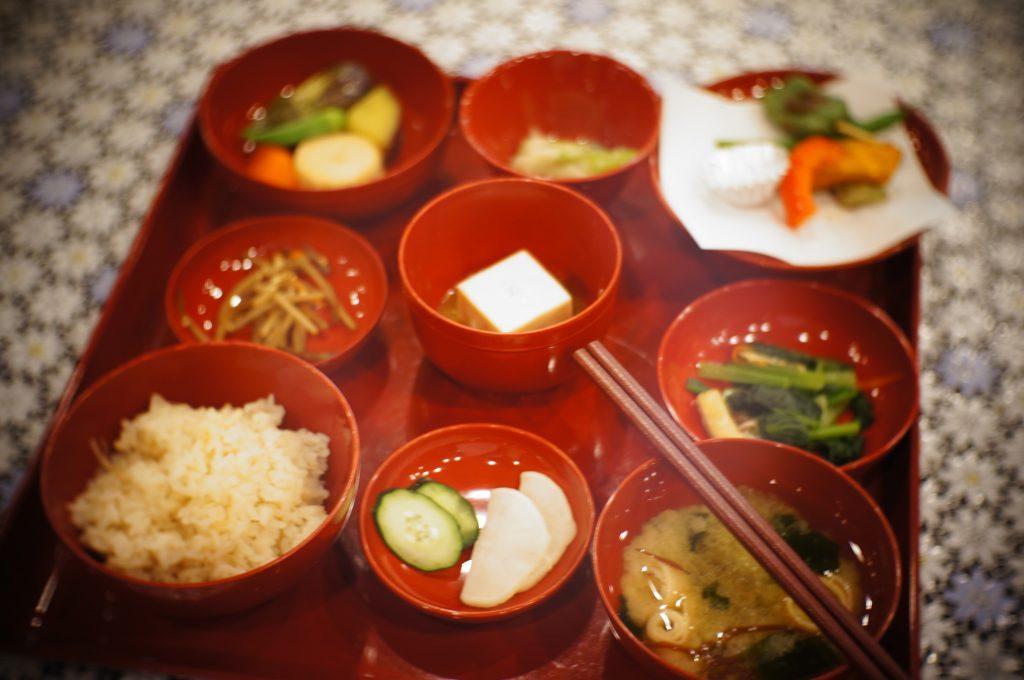 これぞ非日常。精進料理の基礎を築いた曹洞宗の大本山で、写経と精進料理を味わう(後編)の画像