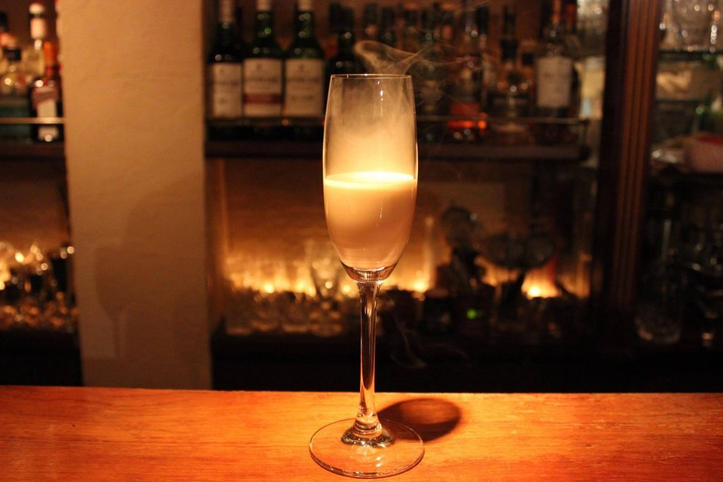 """結婚できるムードが漂うウイスキーの飲み方は、""""ロックよりカクテル""""!の画像"""