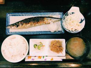 〈定食のススメ〉記録的不漁の今こそ食べたい!目黒の「菜の花」のさんま定食の画像