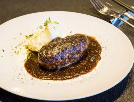 肉感みっちりハンバーグ✕渾身のデミグラス。京都の人気シェフが、東京に洋食店をニューオープン!の画像