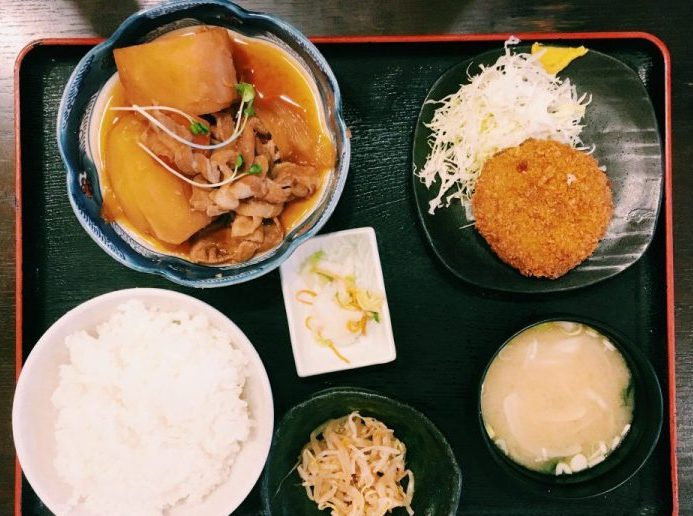 〈定食のススメ〉朝6時から食べられるお袋の味!西早稲田「ひまわり」の究極の肉じゃがの画像