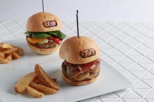 チキンorビーフ?バルセロナのパティスリーがハンバーガーを作っちゃいました!の画像