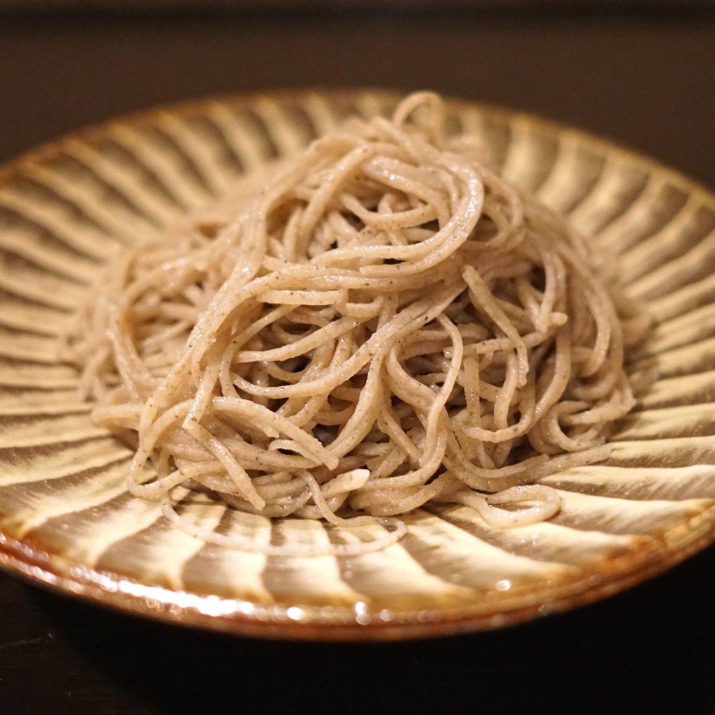 """秋は""""そば前""""の季節。じっくり飲んで食べたい東京の3名店の画像"""