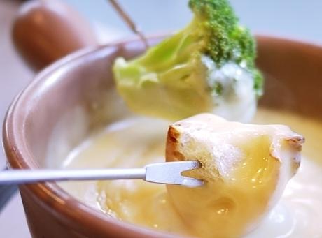 日本にいながら世界巡り。とろ~り濃厚チーズ料理の旅〈チーズフォンデュ編〉の画像