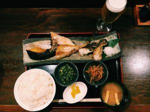 〈定食のススメ〉帰宅前に定食で晩酌!渋谷駅徒歩2分の夜のオアシス「焼魚食堂」の画像