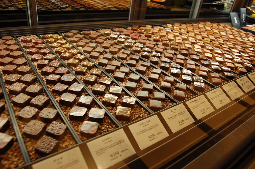 "〈NEW OPEN〉パリから""逆輸入""のチョコレートが一堂に!博多の老舗洋菓子店が新業態をオープンの画像"