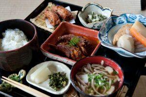 """〈旅と写真とゴハンと〉""""セリ""""好きの写真家が忘れられない、鹿児島 枕崎市での口福体験の画像"""
