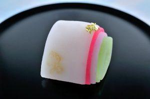 """暖簾を守る和みの味。京都「長久堂」の""""日本の美""""を映し出す上生菓子の画像"""