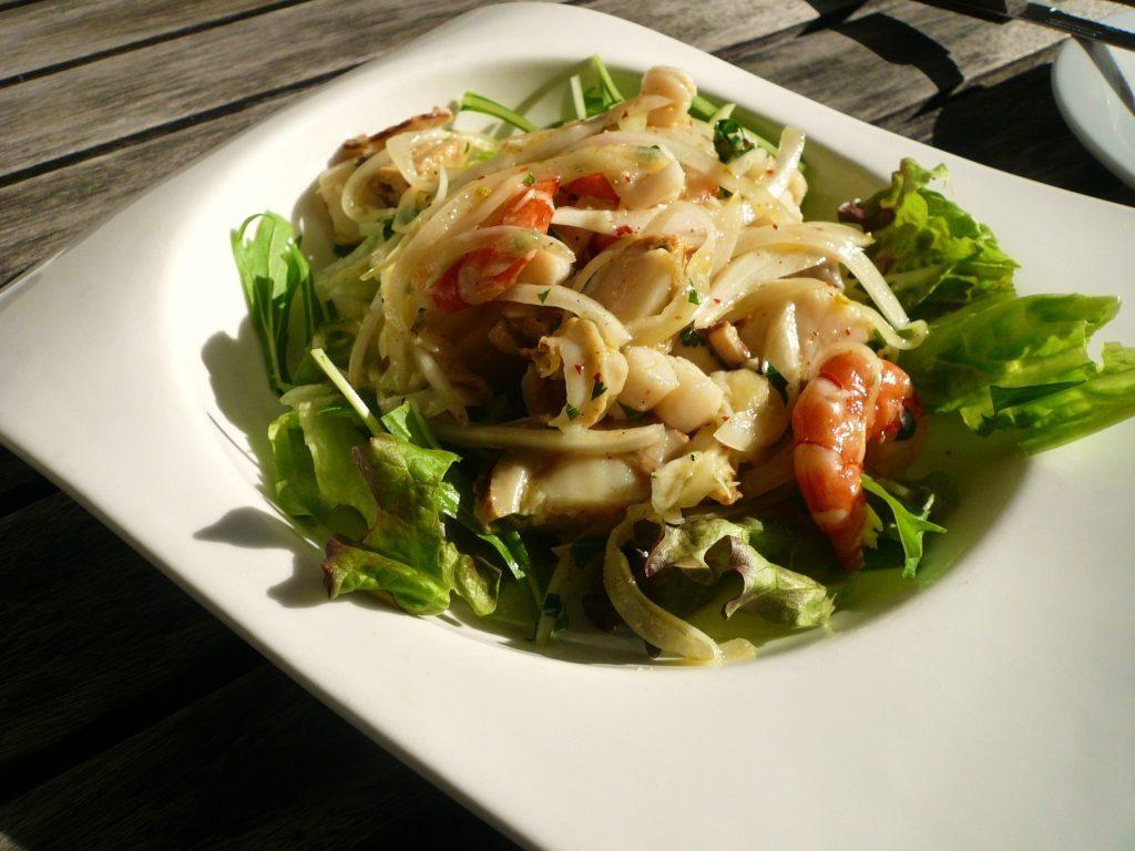 人生も食事も情熱的に!映画『ネルーダ 大いなる愛の逃亡者』の陽気な南米料理が食べたいの画像