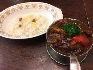 寒い時こそ寒い地方の料理を食べて温まるべし!冬カレー特集〈メンズ編〉の画像