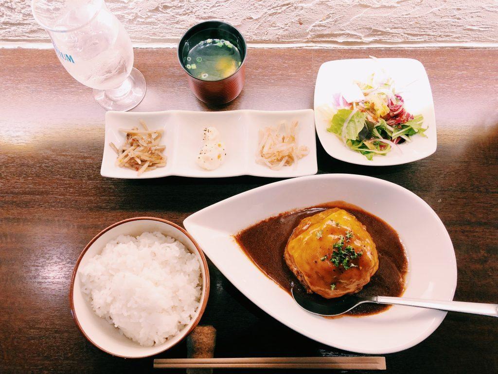 """〈定食のススメ〉肉バル将泰庵で溢れる肉汁、""""飲めるハンバーグ""""に驚愕!の画像"""