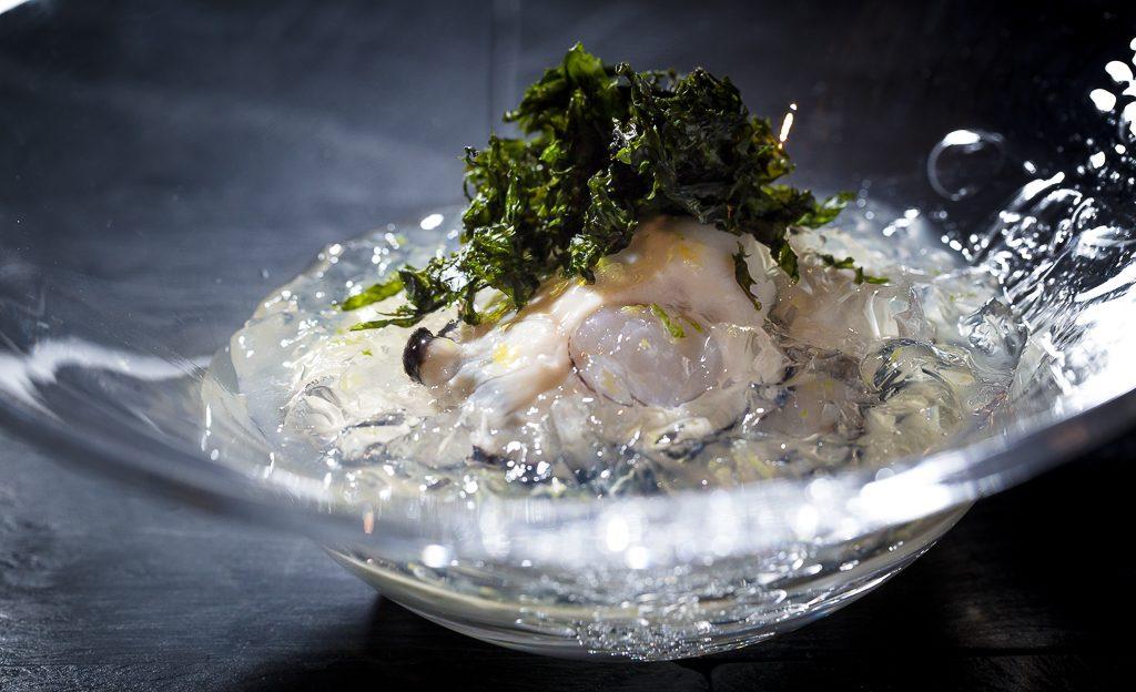 """牡蠣の魅力を知り尽くしたシェフがたどり着いた""""黒い宝石""""の画像"""