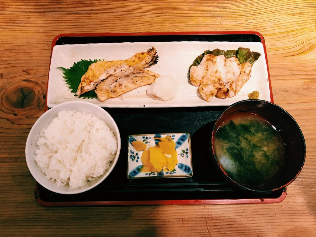 〈定食のススメ〉食いしん坊にも!正月太りにも!?肉と魚のWメイン、「めしや太治兵衛」の健康定食の画像