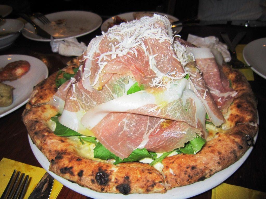 """ピザ百名店""""ナポリの神の手""""のもとで修行を積んだ、ピッツァ職人がいるうまい店3選の画像"""