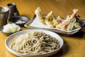 目の前で揚げられた天ぷらと極上の蕎麦。江戸のご馳走がここにあるの画像
