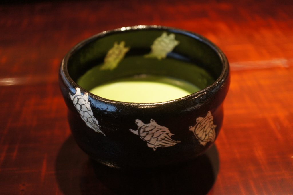 舞妓さんも御用達。八坂神社の「ご神水」を使ったドリンクで、目指せ美人!の画像