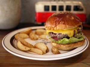 本場アメリカンダイナーの雰囲気でハンバーガーが食べられるお店とは?の画像