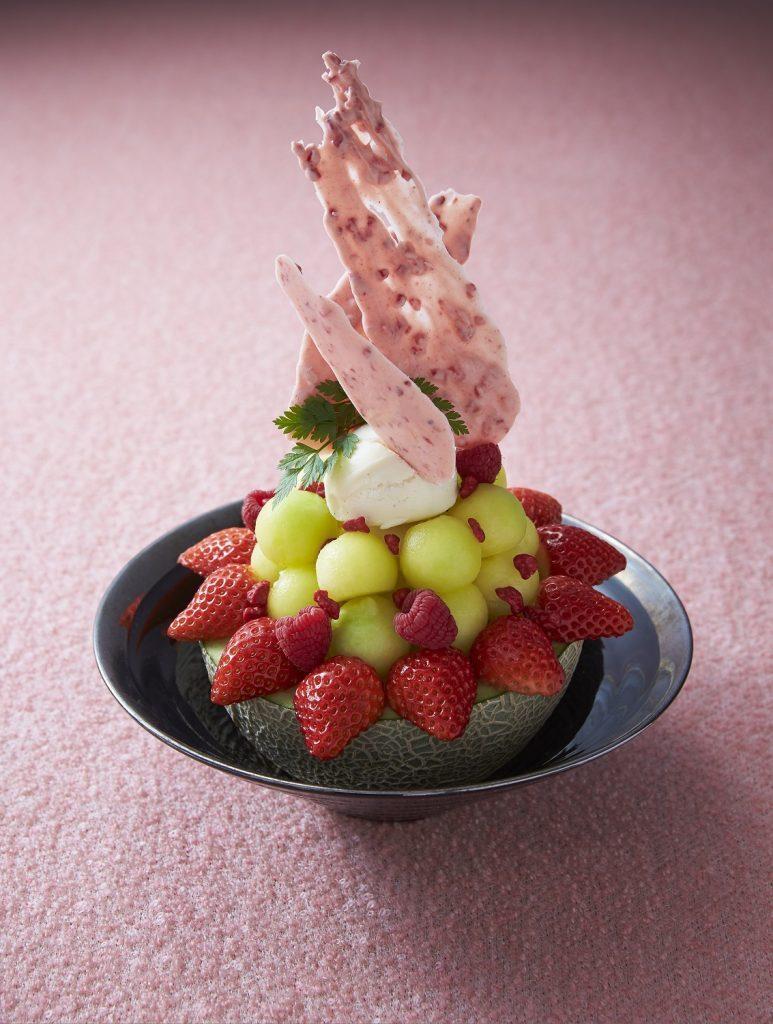 メロン1玉分の果肉を使用!贅沢すぎるパフェフェアが開催の画像