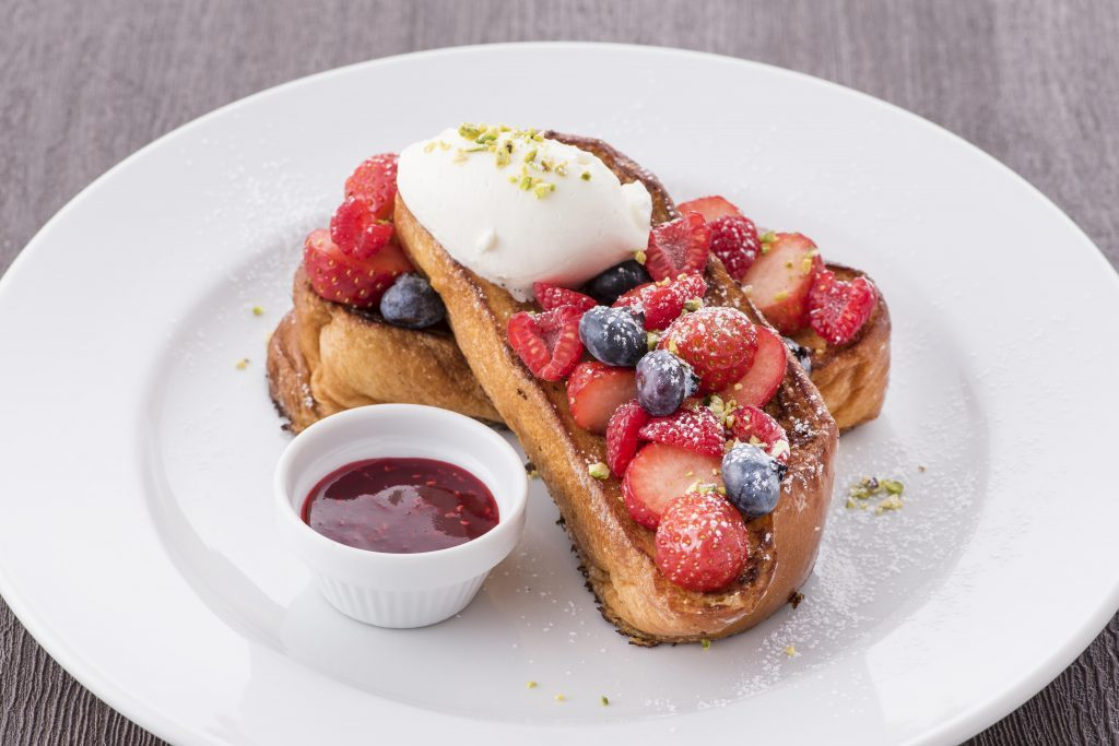 """表面はカリッ、中はふわふわ!""""NYの朝食の女王""""の期間限定フレンチトーストの画像"""