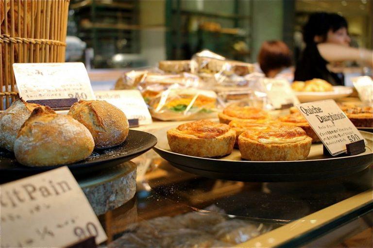 〈パン 百名店 2018〉北海道から                                              福岡・糸島まで。パンのおいしい                                              エリアは日本全国に拡大中