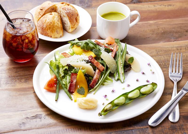 疲れた体にたっぷりのフルーツと野菜を補給!初夏は期間限定メニューでリフレッシュの画像
