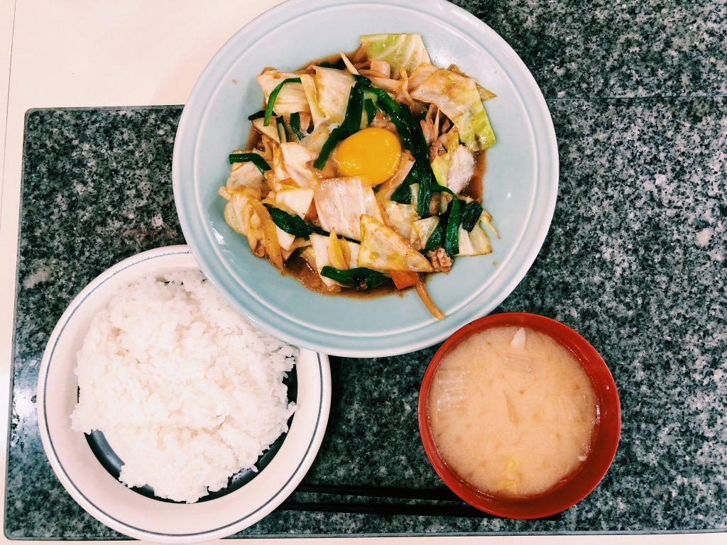 〈定食のススメ〉ハマると抜け出せない洋食スタンド!究極の肉野菜炒め、洋庖丁の「スタミナ焼」定食の画像