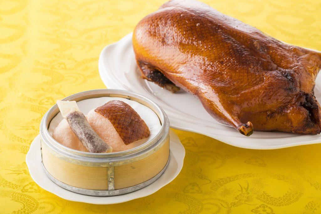 北京ダックだって食べ放題!お得かつスマートに楽しめるオーダービュッフェという選択の画像