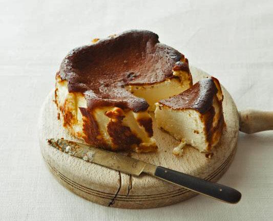 黒焦げの失敗ケーキ!?スペインのバルからやってきた「バスク風チーズケーキ」を知ってる?の画像