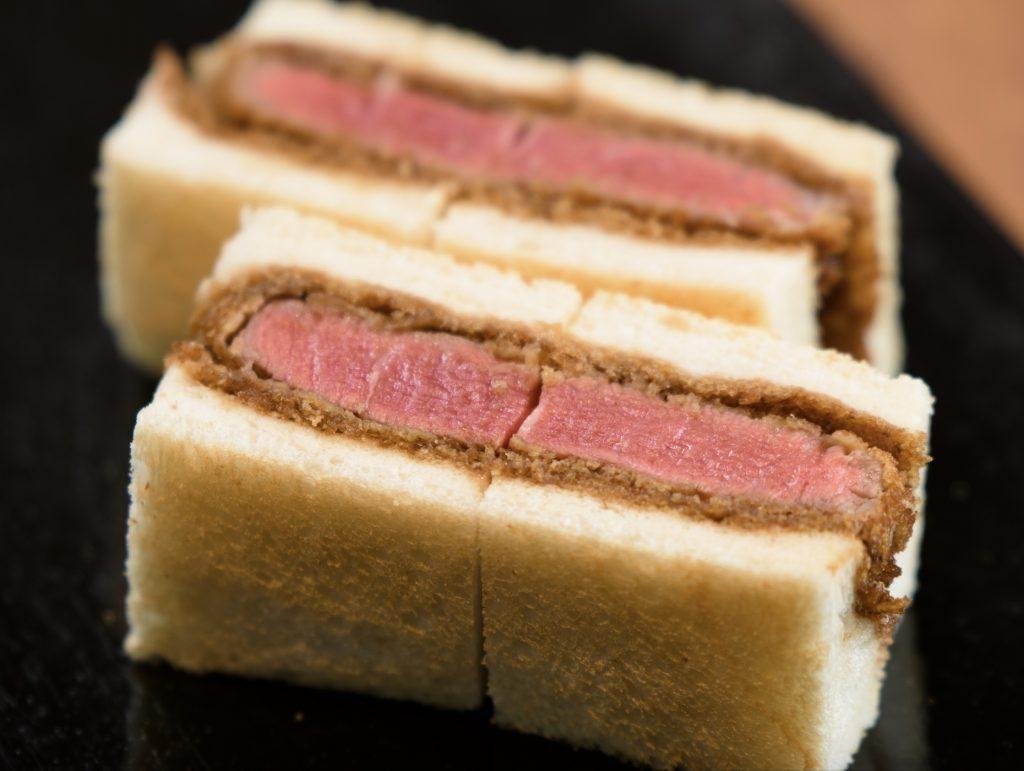 """和牛串、カツサンド……""""和牛一頭を丸ごと食べ尽くす""""コースをご堪能あれの画像"""