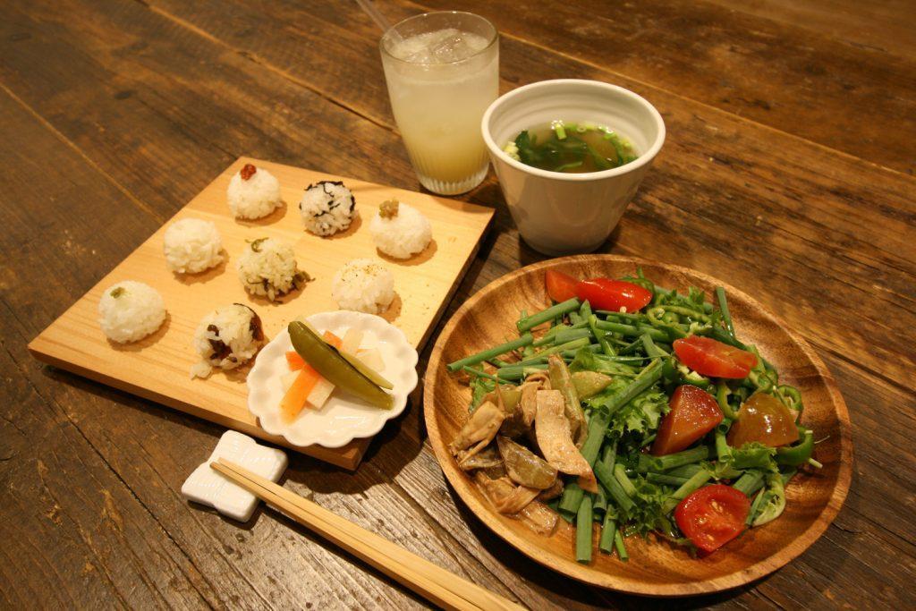 九州の魅力が詰まった定食や「おいなり」が堪能できるカフェの画像