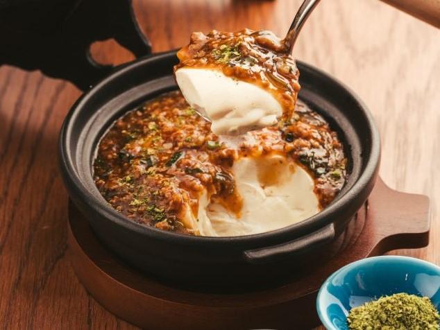 おぼろ豆腐を丸ごと一丁蒸して作る「麻香豆腐」。刺激的な香りで暑さを乗り切ろうの画像