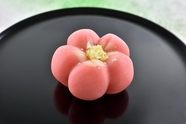 特別な日のサプライズプレゼントにも。伝統と革新に触れる、京都「老松」の和菓子の画像