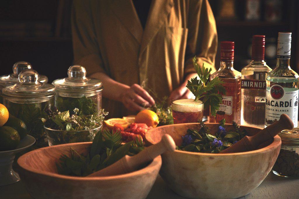 晩夏から秋まで楽しめる、フリーフローのハーバル・カクテルの画像
