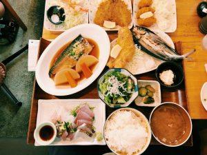〈定食のススメ〉人生につまずいたら漁港へ!開店前100人並ぶ湘南のベンチャー食堂「平塚漁港の食堂」の画像