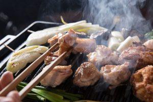 お酒が1杯2円!中目黒の地鶏焼肉店がオープン2周年記念イベントの画像