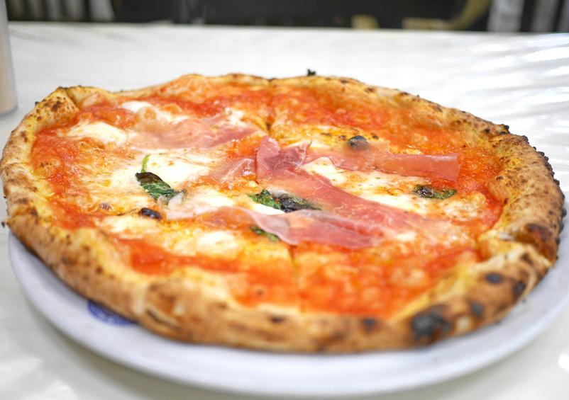 ピザをほおばりながら、西海岸のITビジネスパーソン気分に浸る。の画像