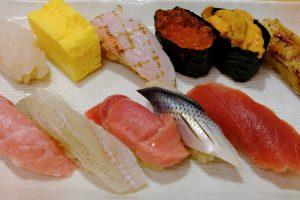 〈おいしい歴史を訪ねて〉移転前の築地魚市場で、場内&場外の寿司を食べ比べの画像