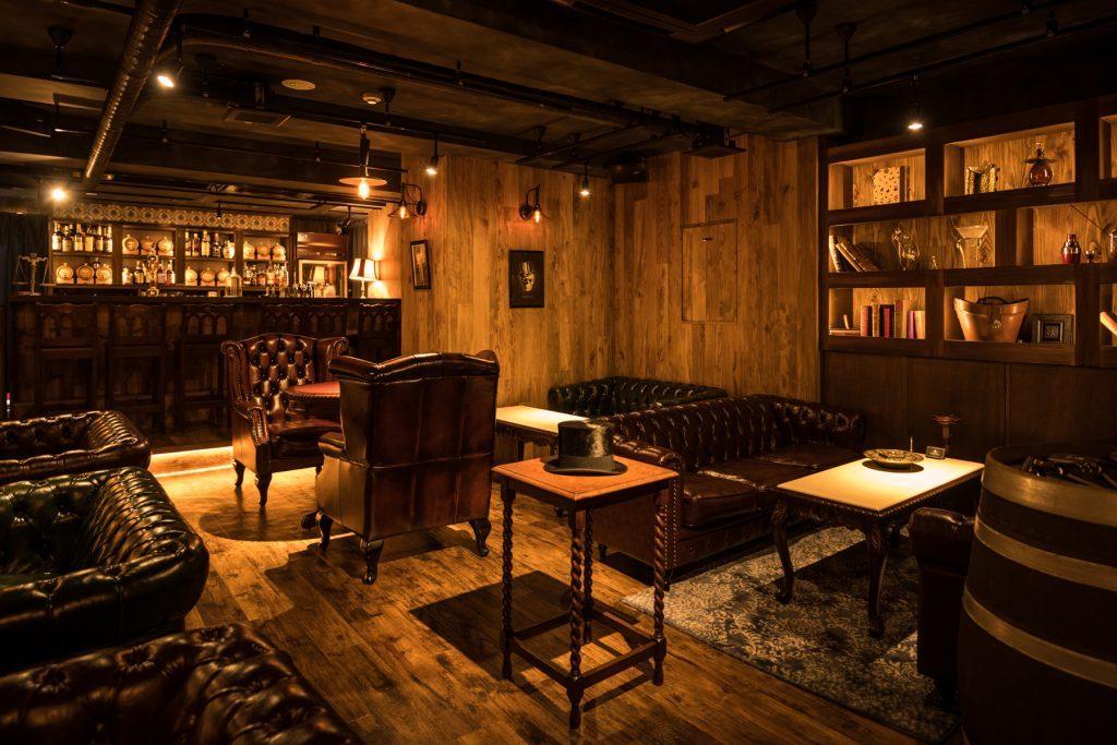 〈噂の新店〉ファンならずとも訪れたい!シャーロック・ホームズの世界観にどっぷりひたれる隠れ家バーの画像