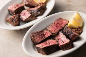 「薪と炭の直火で焼く」イタメシ屋。香ばしい赤身ステーキや炙りチーズトーストは必食!の画像