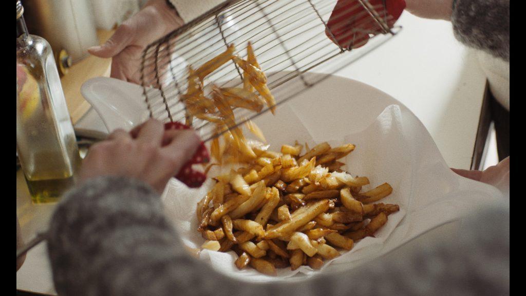 カッコつけない等身大のパリ暮らしって?映画『若い女』の手作りフライドポテトが食べたい!の画像