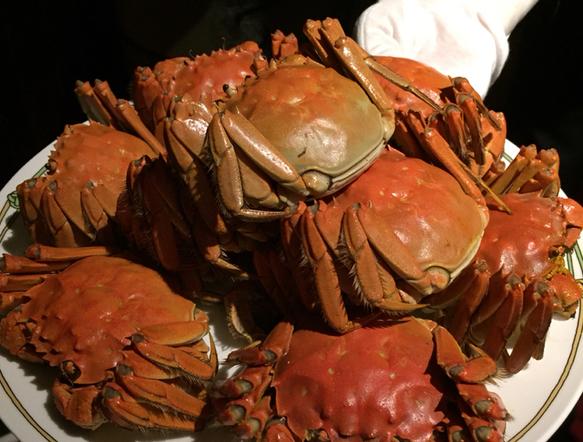 〈出世ごはん〉一流の人たちが、ここで上海蟹を食べるワケの画像