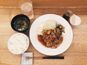〈定食のススメ〉料理に、空間に、器に独自の美意識が詰まった祐天寺「食堂まきの」の画像
