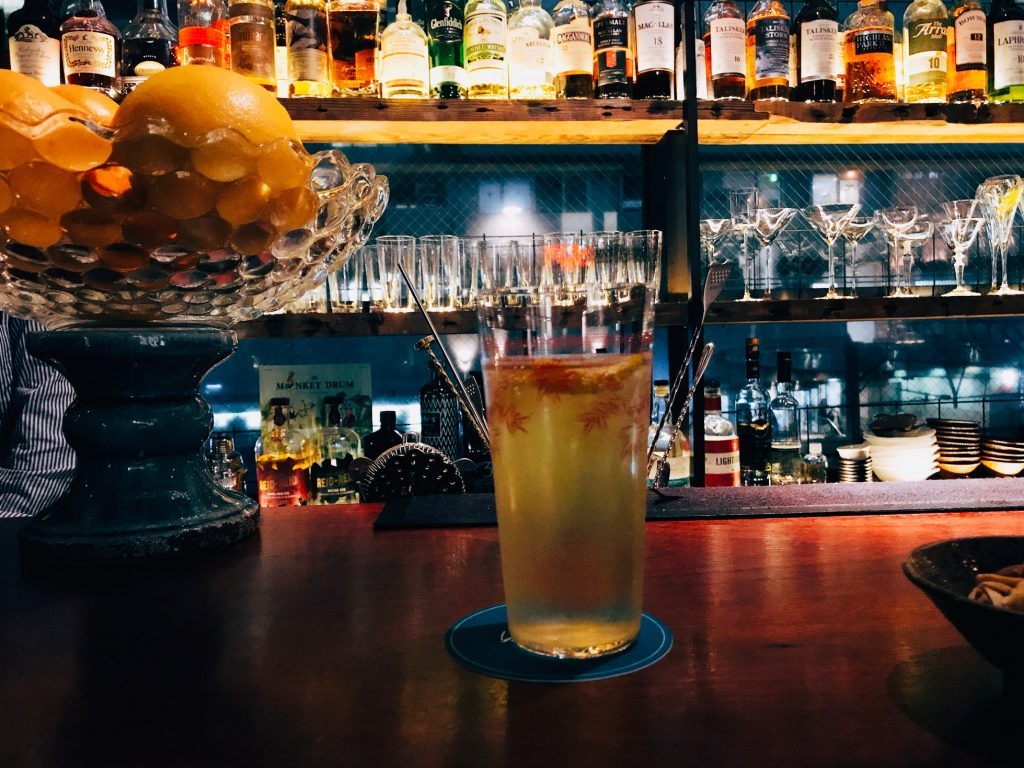 """""""東京イチお洒落な横丁""""で飲むべき、昭和遺産的・氷なしハイボール!の画像"""