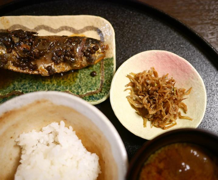 〈僕はこんな店で食べてきた〉食事の最後は、白いご飯と味噌汁がいいと思うようになった理由の画像